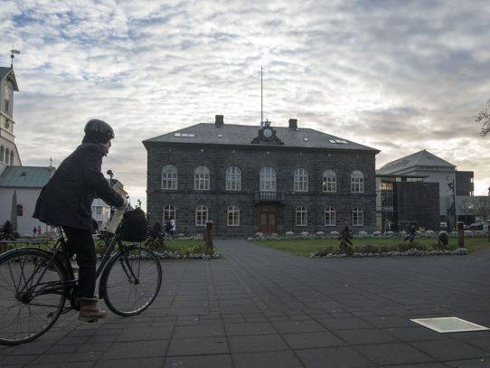 Islandia enloquece con los fuegos artificiales de Nochevieja