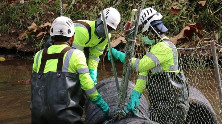 Don Bosco, primer corregimiento en tener una barrera antibasura hecha con material reciclable