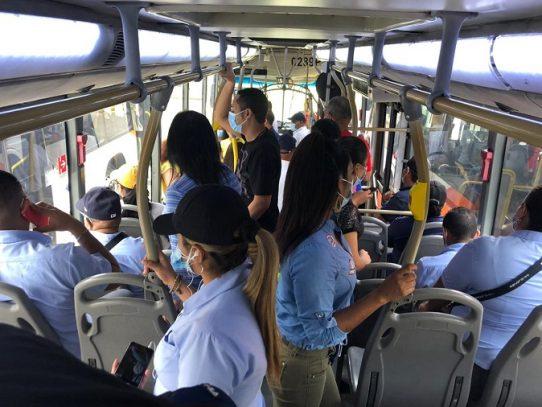 Autoridades de salud se reúnen con ejecutivos MiBus y el Metro