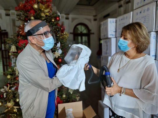 Club Activo 20-30 Panamá dona equipos de bioseguridad al Hospital Santo Tomás