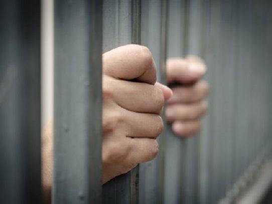 12 años de prisión para un hombre por violación agravada y corrupción de menores