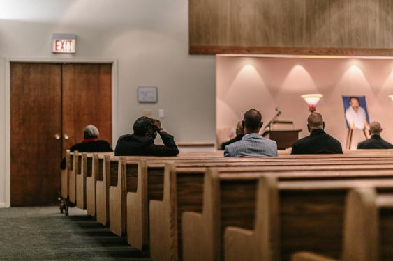 A medida que Estados Unidos se acerca a las 300.000 muertes, los obituarios obligan a lidiar con el COVID