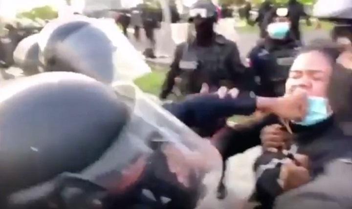 Director de la policía  justifica uso de la fuerza en detención de estudiante