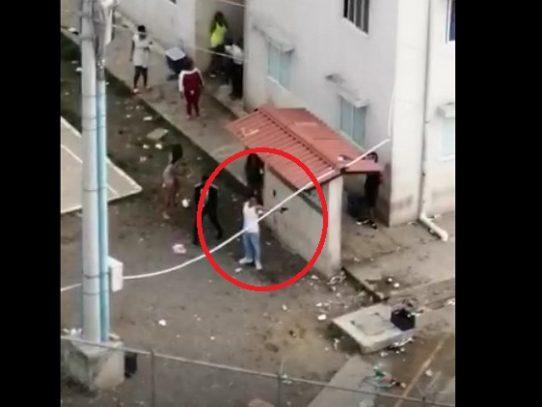 Fiesta clandestina en Curundú termina en balacera y deja varios heridos