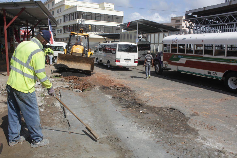 MOP realiza mejoras a drenajes pluviales en La Chorrera