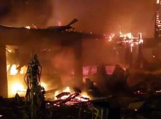 Bomberos sofocan incendio de una residencia en Diablo