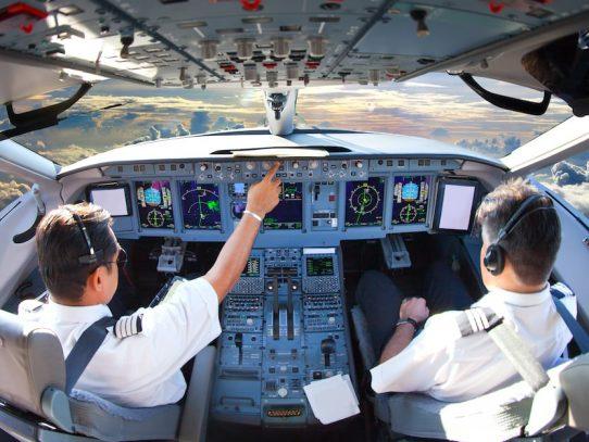 Piden incluir a trabajadores de la aviación en vacunación contra el Covid-19