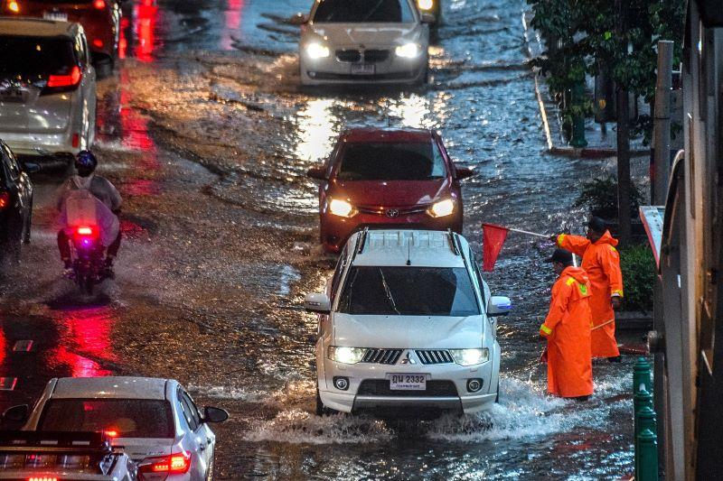 Suben a 17 los muertos por inundaciones en el norte de Turquía