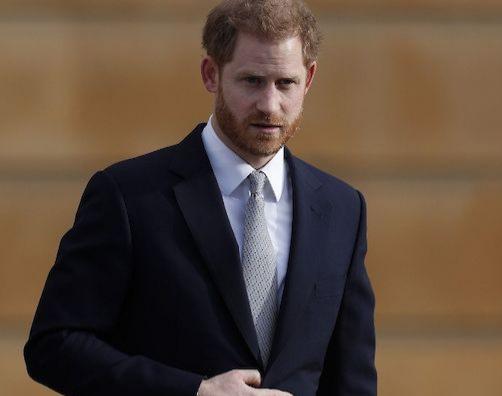 El príncipe Enrique reaparece en Palacio de Buckingham tras sacudir monarquía