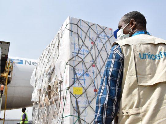 UNICEF y más de 300 organizaciones logísticas negocian distribución de vacunas covid-19