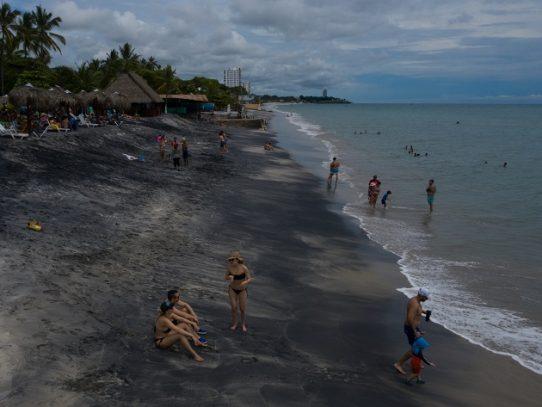 Flexibilizan toque de queda y se amplía horario de ingreso a playas