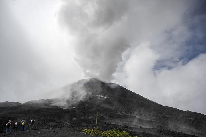 Aumenta la actividad eruptiva de volcán de Pacaya en Guatemala