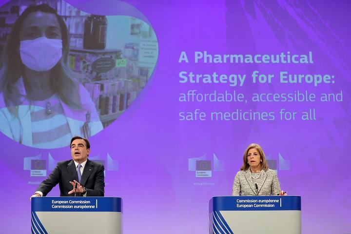 """La UE quiere ayudar a """"aumentar"""" la producción de vacunas contra covid-19"""