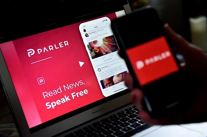 Después de Google y Apple, Amazon corta lazos con la red conservadora Parler