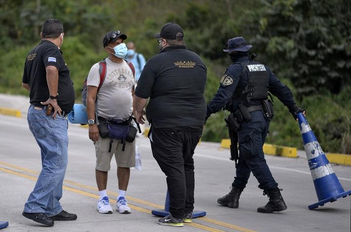 Guatemala blinda fronteras por caravana de migrantes hondureños hacia EE.UU.