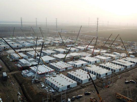 Una ciudad china construye a toda prisa un enorme centro de cuarentena contra el covid-19