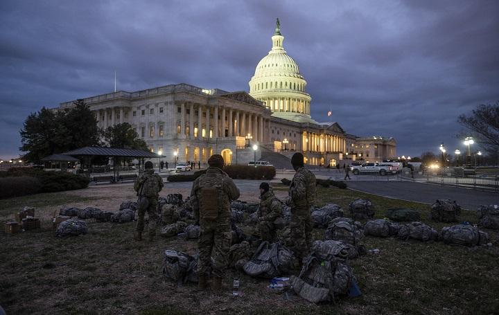 Cambios de gobierno en EE.UU.: mucho drama y malos perdedores