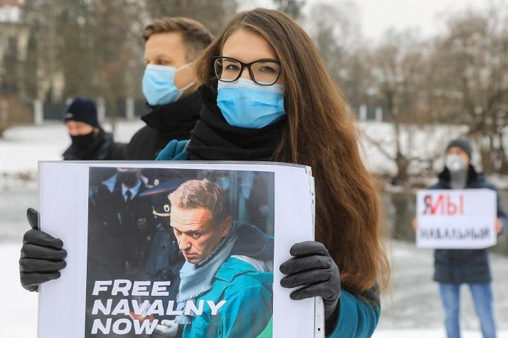 Partidarios de Navalni convocan a reunirse el domingo ante sede de los servicios secretos