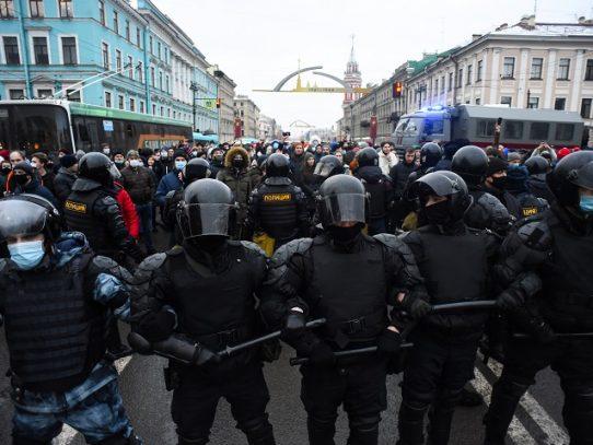 Más de 1.000 arrestos en Rusia y enfrentamientos en Moscú durante manifestaciones por Navalni