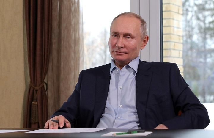 """Putin dice que palacio que Navalni le adjudica """"no le pertenece"""""""