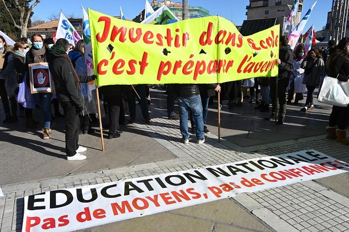 Universitarios en Francia desertan las aulas entre malestar y desazón