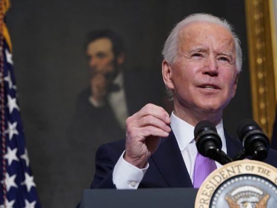 Biden pone trabas a la extracción de hidrocarburos y anuncia una cumbre climática