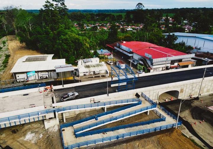 Construcción del puente Binacional sobre el Río Sixaola avanza un 97%