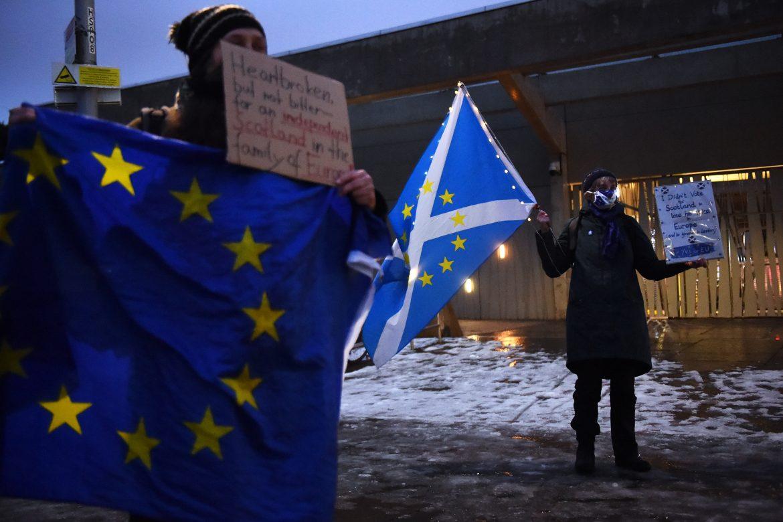 Mayoría de electores de Escocia quiere referéndum sobre independencia