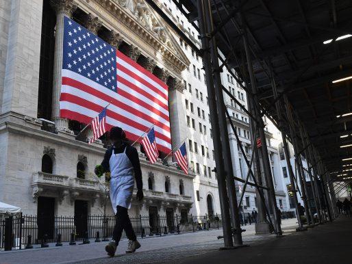 Wall Street dispar al cierre y Nasdaq marca nuevo récord