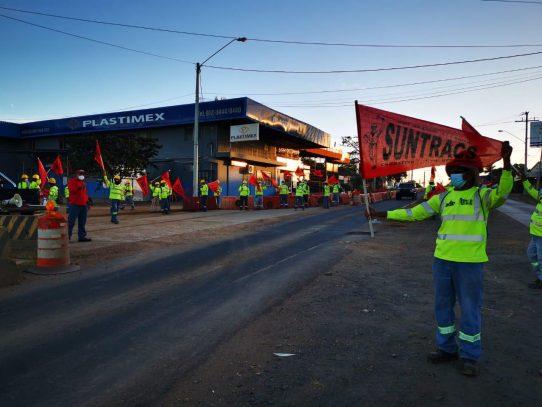Miembros del Suntracs realizan movilizaciones en distintas regiones del país