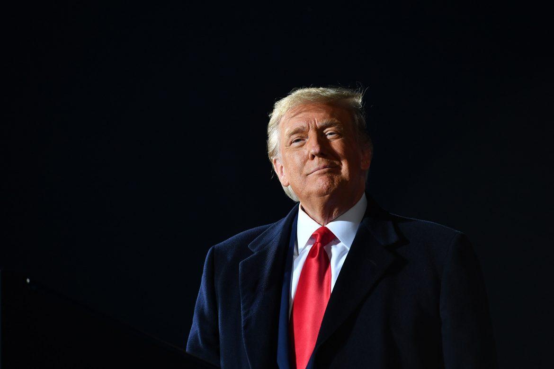 Twitter bloquea cuenta de Trump y le amenaza con suspensión permanente por incitar a violencia