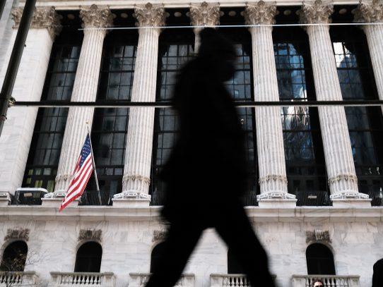 Presión especulativa baja y Wall Street se recupera
