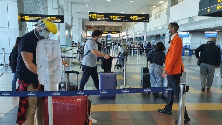 Habilitan laboratorio de Covid-19 para pasajeros que salen del país