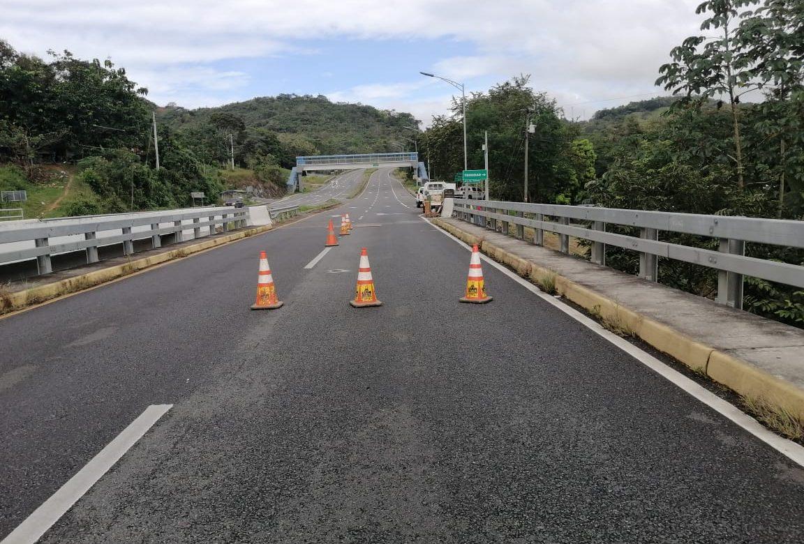 Inician labores de reparación de losa fracturada en el puente sobre el Río Viguí