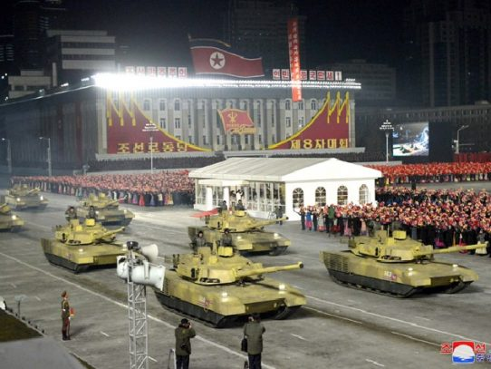 Corea del Norte exhibe un misil balístico lanzado desde submarino en un desfile