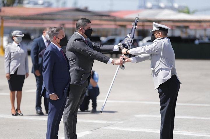 Medina asume como director de la Policía Nacional y Urieta como director del Senan