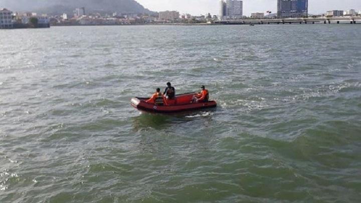 Encuentran el cuerpo de un menor que cayó al mar en la Cinta Costera