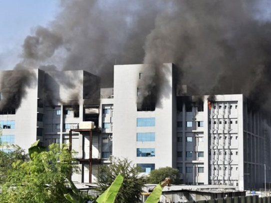 Al menos cinco muertos en incendio en mayor fábrica de vacunas del mundo, en India