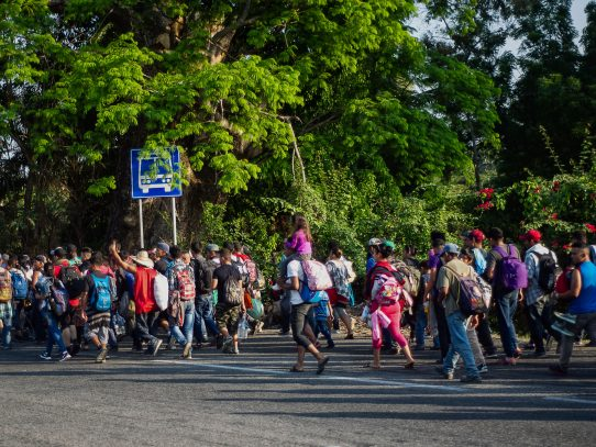 """Inicia éxodo de hondureños en busca del """"sueño americano"""""""