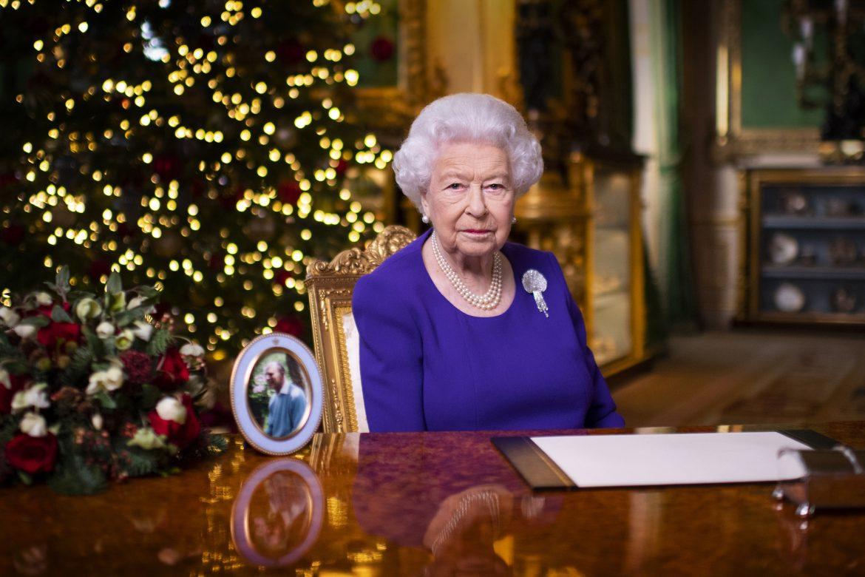 Isabel II y el papa dan ejemplo con las vacunas en un mundo bajo el miedo al coronavirus
