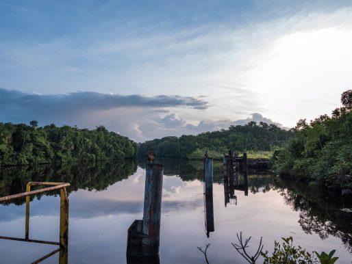 Surinam podría ser el hallazgo más reciente de las grandes petroleras mientras la industria recorta gastos