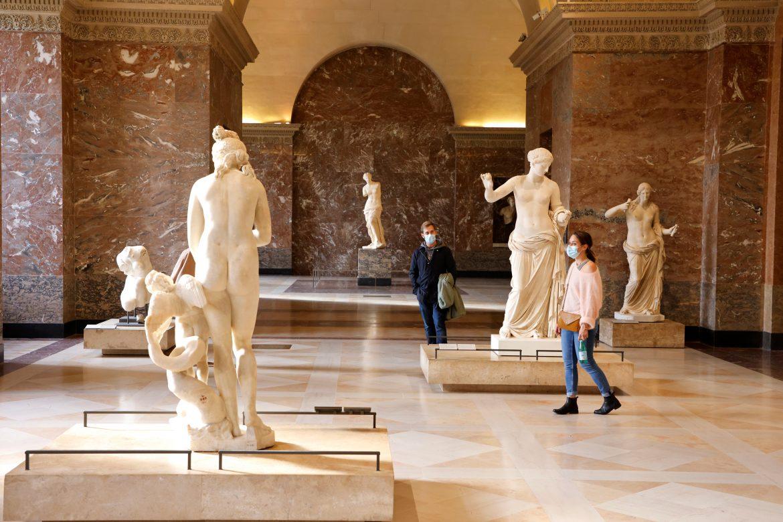 Las visitas al Louvre cayeron 72% anual en 2020