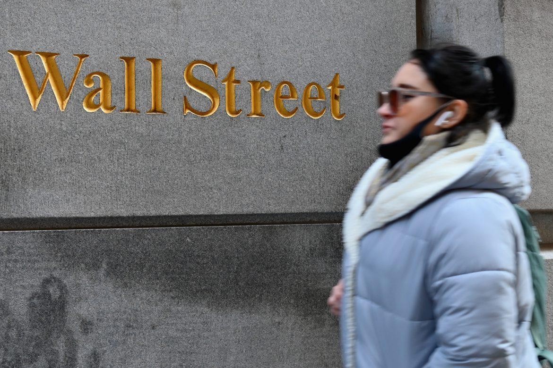 Wall Street abre en rojo luego de anotar récords