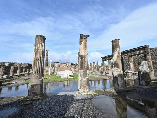 Pompeya expone nuevos tesoros, como amuletos mágicos