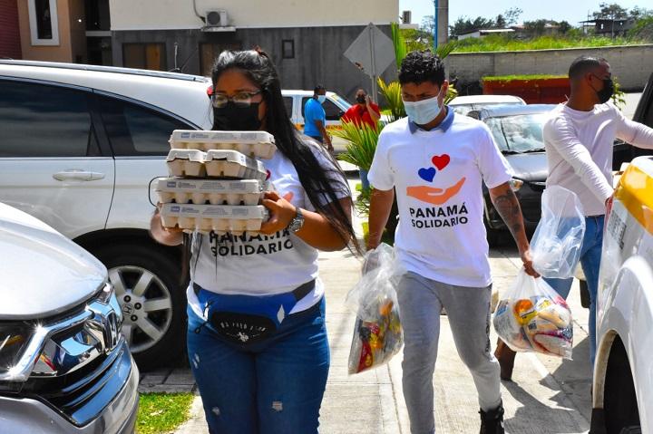 Voluntarios se han unido para entregar más de 14 mil bolsas de comida para afectados por Covid-19