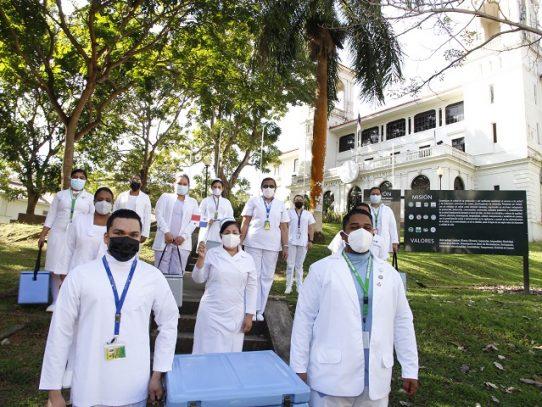 Inicia proceso de vacunación al personal de salud de los hoteles hospitales