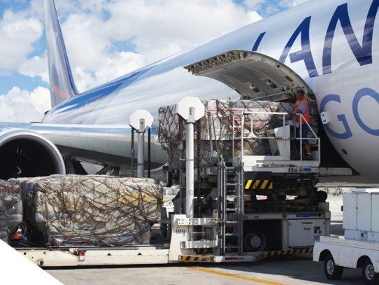 Carga aérea cae 32,7% en Latinoamérica