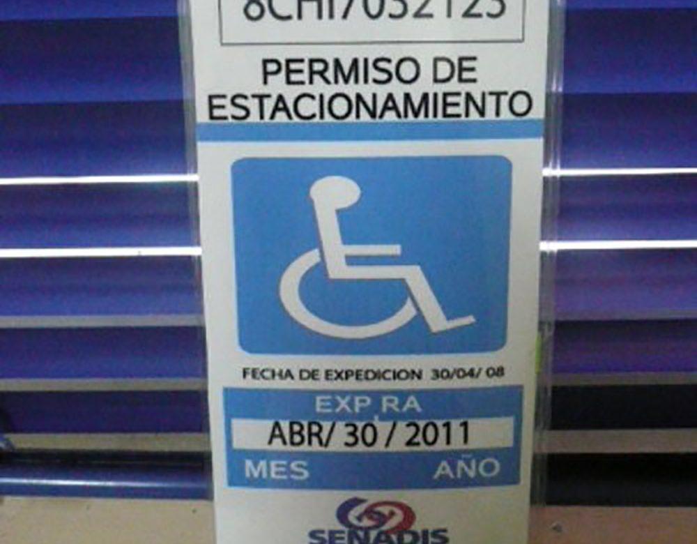 Permisos de estacionamientos de personas con discapacidad, vigentes hasta el 31 de marzo