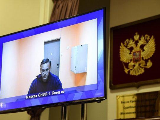 Opositor ruso Navalni, condenado a cumplir casi tres años de cárcel