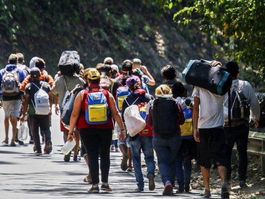 Cientos huyen por día de Venezuela pese a cierre de fronteras por covid-19, dice OEA